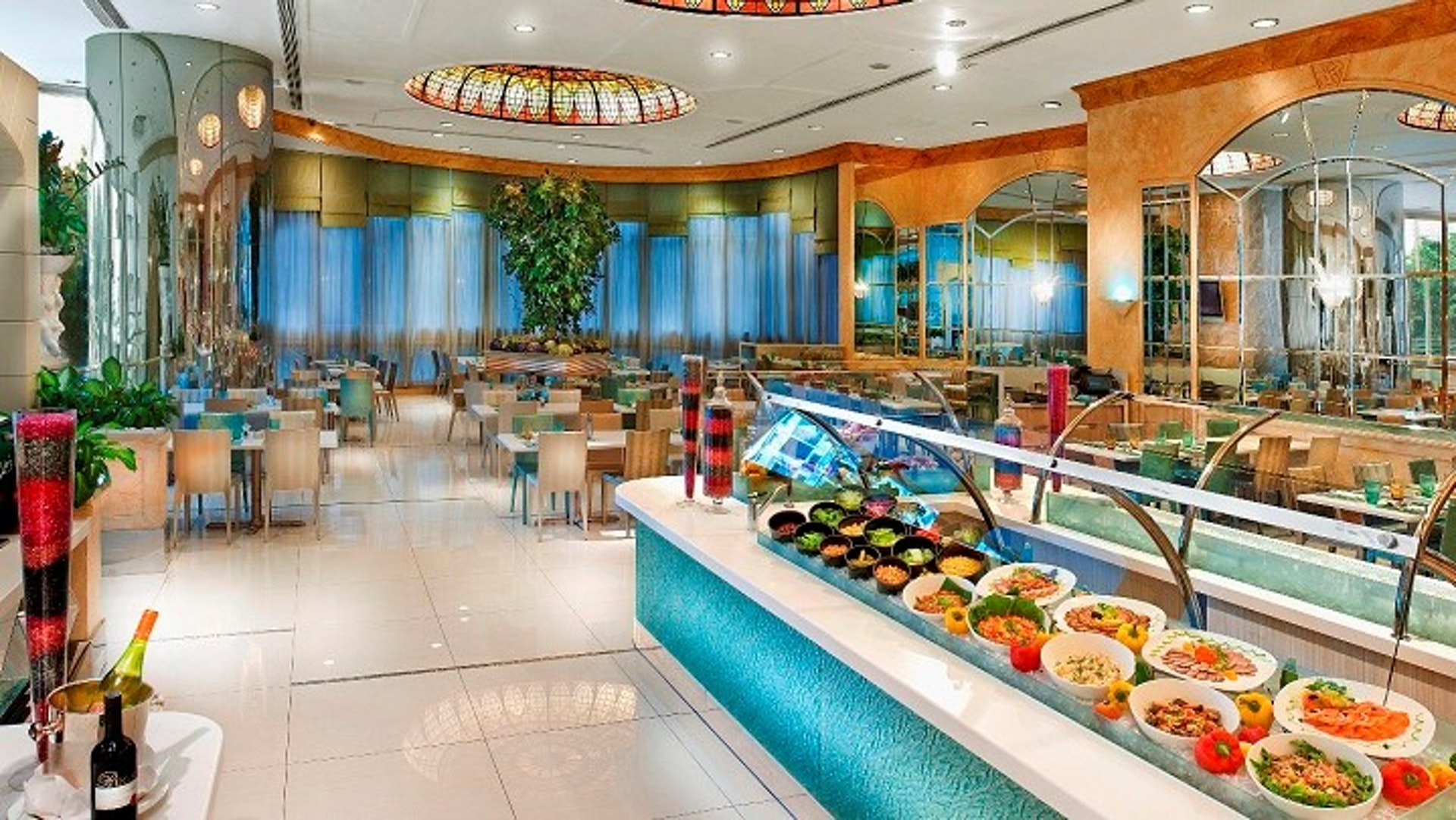 本地魚市場主題自助午餐,正價$358(周一至五);$378(周六、日及公眾假期)加一服務費。(香港富豪酒店圖片)