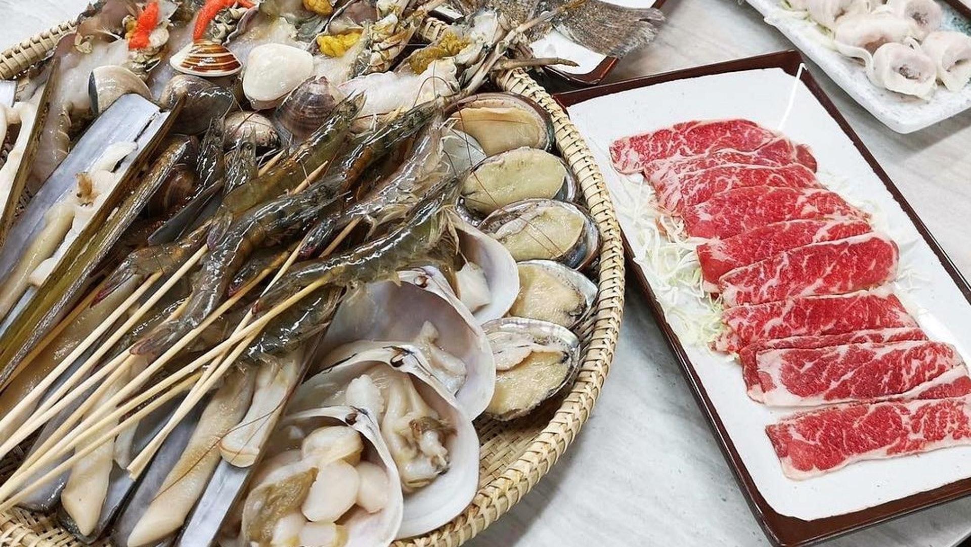 海蟹餐($238);龍蝦餐($278);大胃王海鮮套餐($428)。(發哥粥底海鮮火鍋FB圖片)