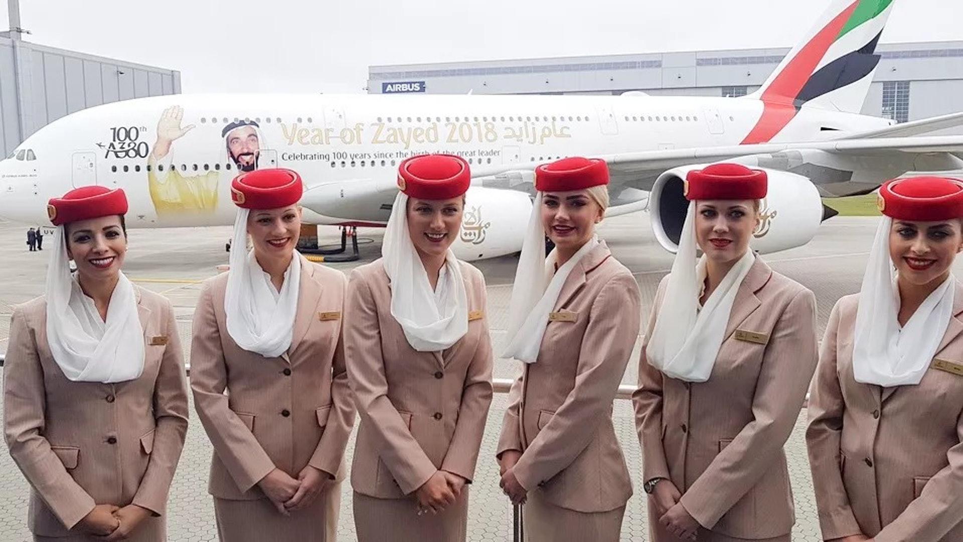 阿聯酋航空的空中服務員(一条授權使用)